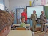 inauguration de l'ENR - Les enfants sont attentifs... Dante, c'est de l'autre côté que ça se passe :)